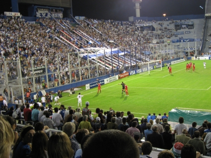 Corner kick during Velez vs Internacional