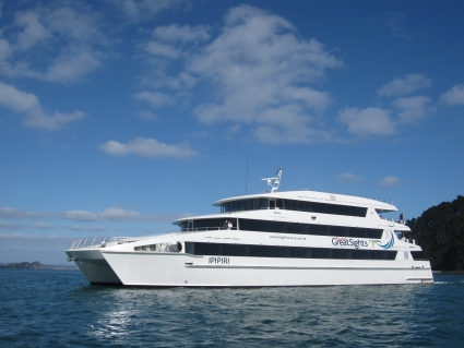 Ipipiri cruising the Bay of Islands - photo by Rob McFarland