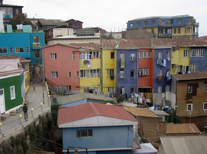 Houses in Valparaiso, Chile - photo by Rob McFarland