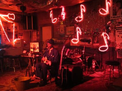 "Robert ""Wolfman"" Belfour in Red's Lounge, Clarksdale - photo by Rob McFarland"
