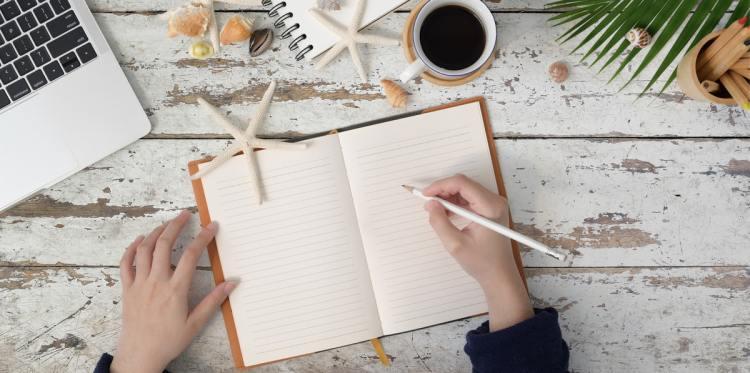 Travel writing tips by Rob McFarland - photo by Bongkam Thanyakij at Pexels
